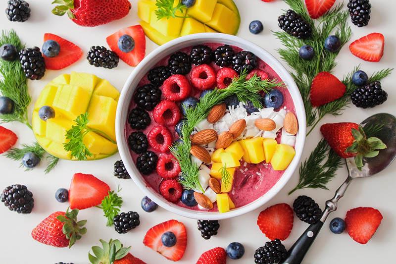 Sağlıklı ve dengeli beslenmek için neler yapmalıyız?